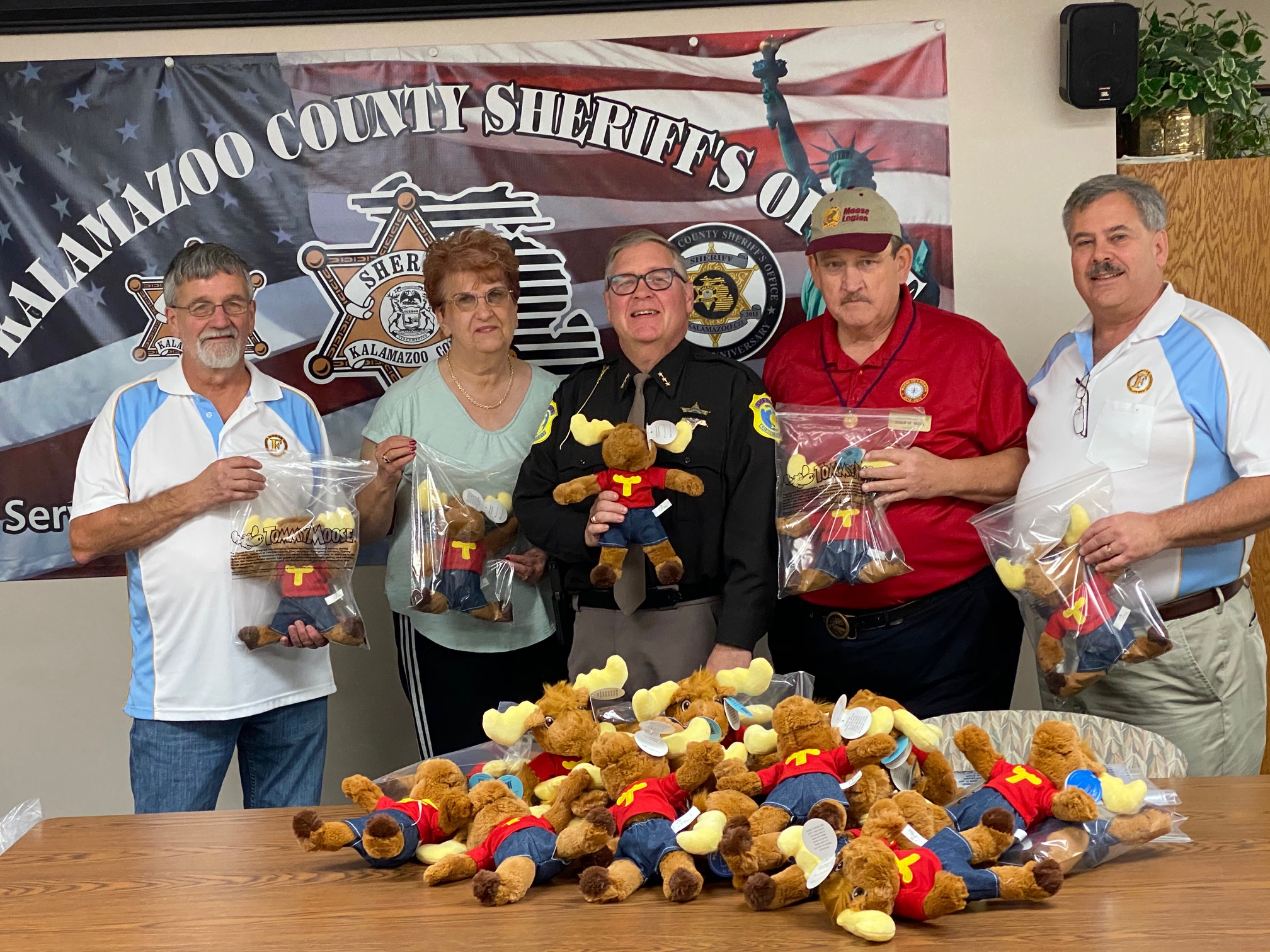 Sheriff fuller accepts the donation from the Moose Lodge
